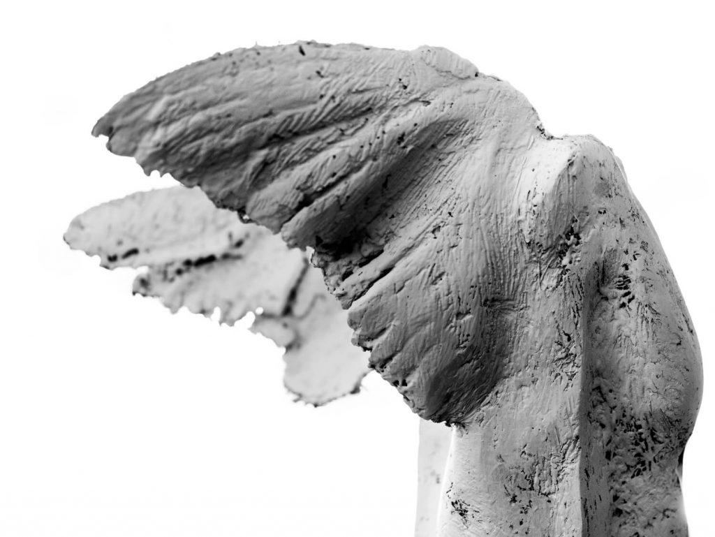 Intimate Strangers / Angel Wings